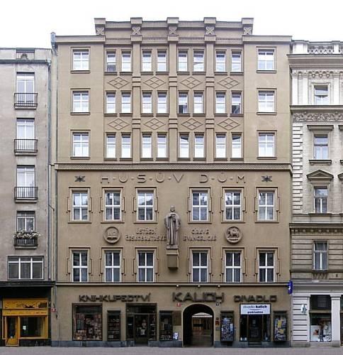 Church Pension Praha - Husuv Dum
