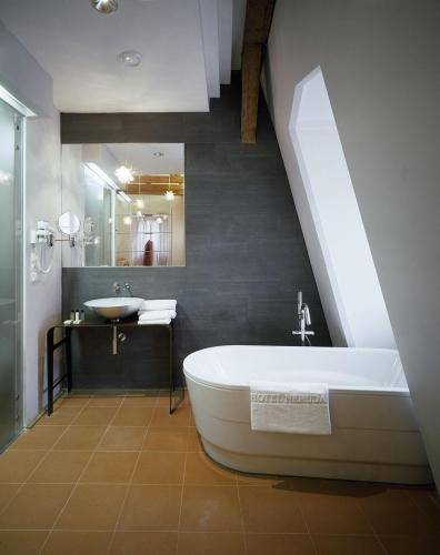Design and style hotel neruda reserva online en este for Design hotel neruda 4